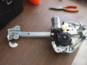 99_sts_rear_pass_brokenpully-300x225